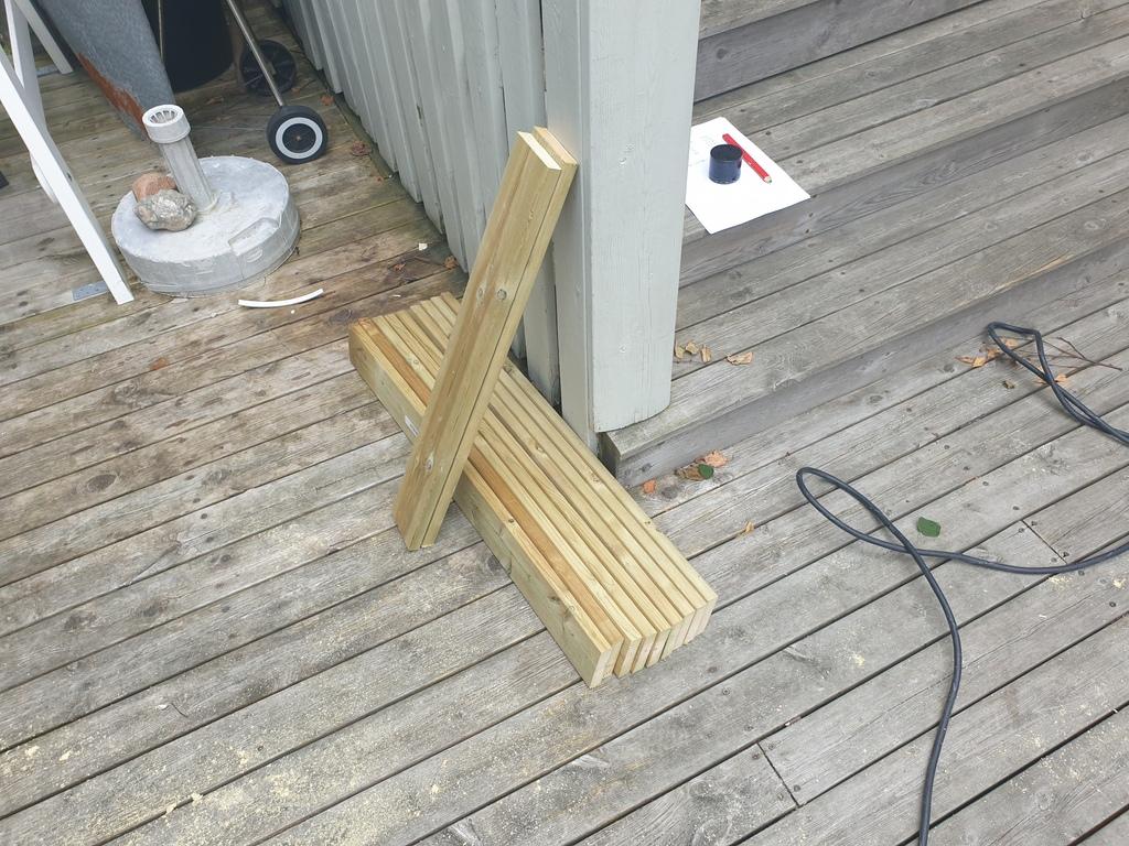 [Image: Wooden-landing-for-front-door3-1024x768.jpg]
