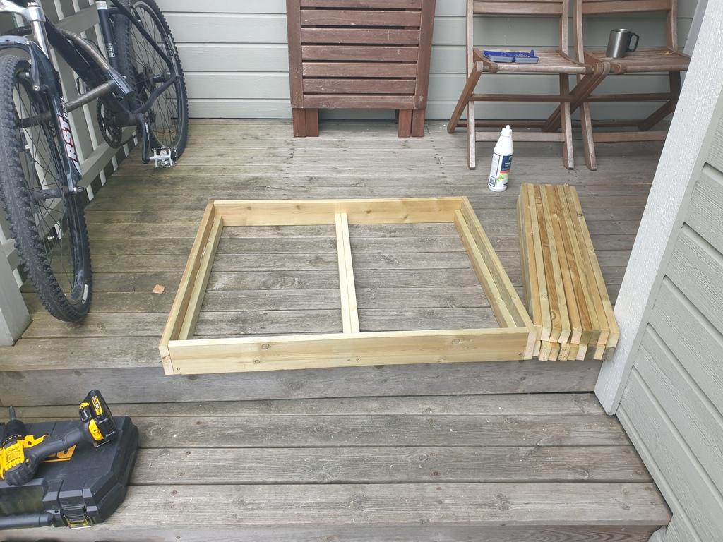 [Image: Wooden-landing-for-front-door5-1024x768.jpg]
